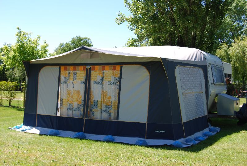 Location caravane 4 pers pornic camping les bleuets for Location garage caravane